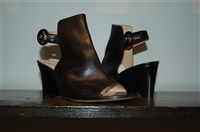 Black Leather Gianvito Rossi Wedge, size 7.5